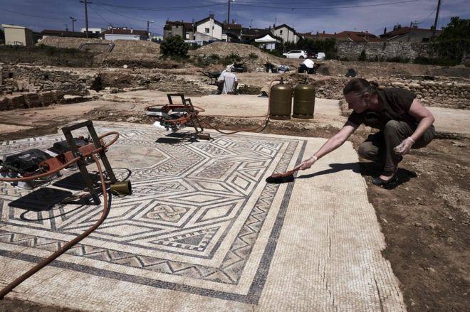 考古學家在法國里昂附近的維埃納(Vienne)挖出古羅馬遺址,稱之為「真正的小龐...