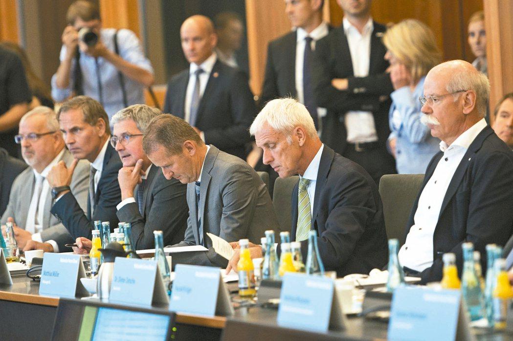 德國二日舉行「柴油峰會」,試圖挽回民眾對柴油車的信心。德國主要車廠負責人二日均與...