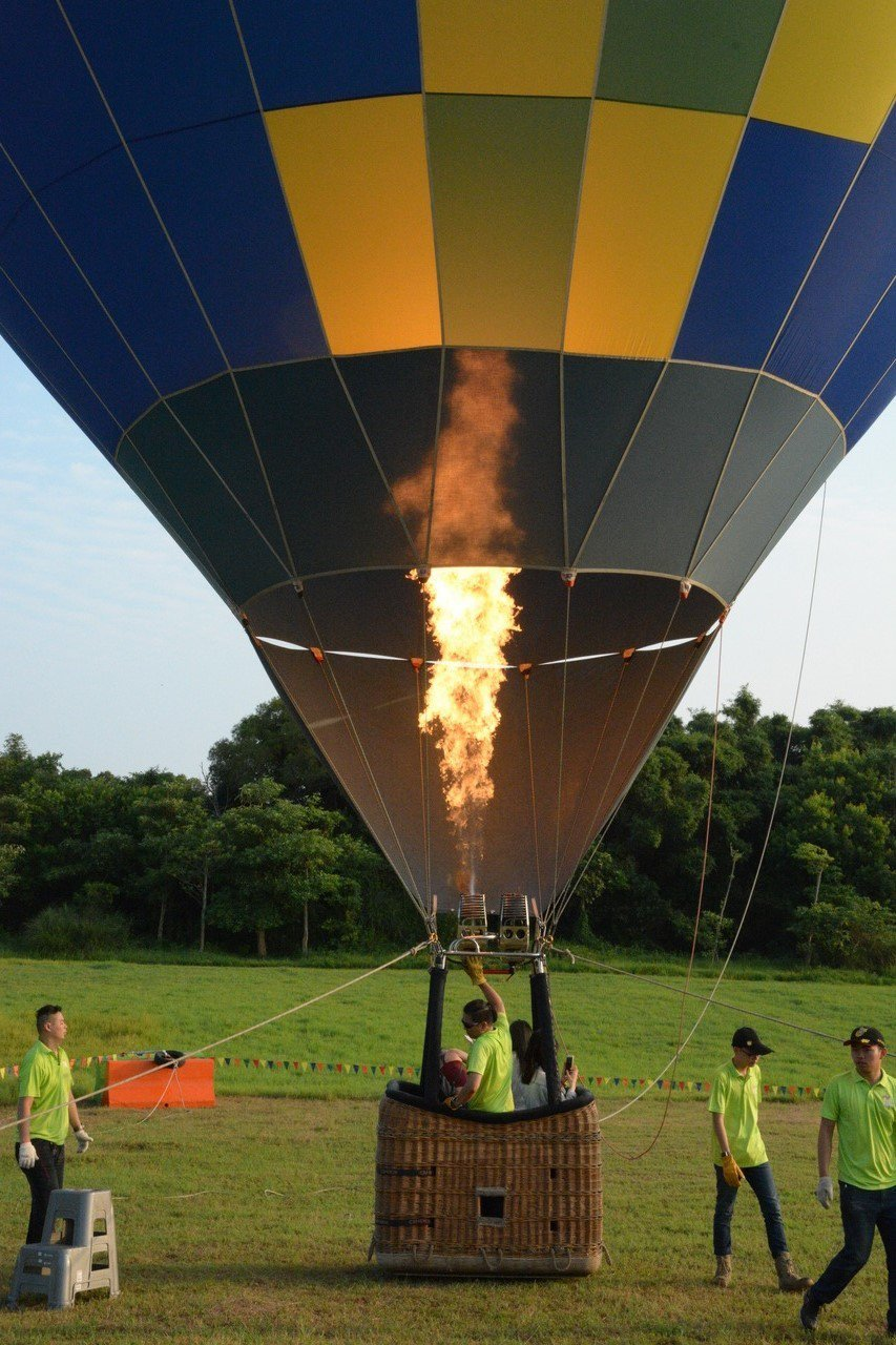 新竹市青青草5日與6日兩天舉辦免費熱氣球繫留升空體驗。記者林家琛/攝影