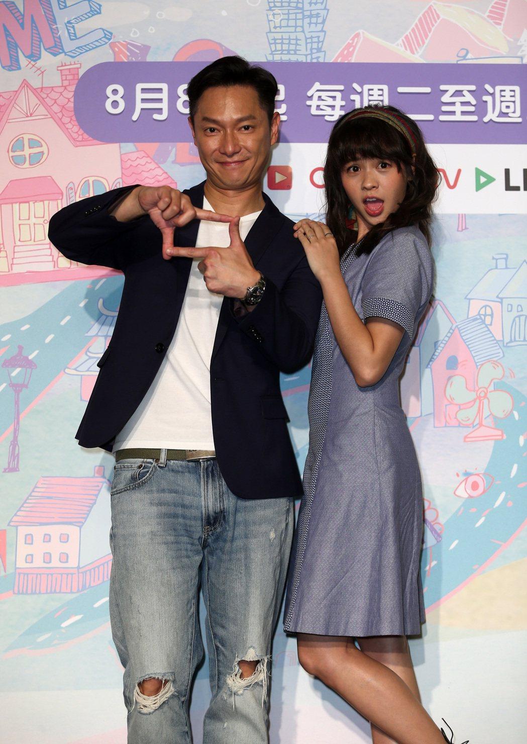 CHOCO TV自製劇《老爸上身》首映記者會,謝祖武(左)、黃姵嘉(右)等演員出