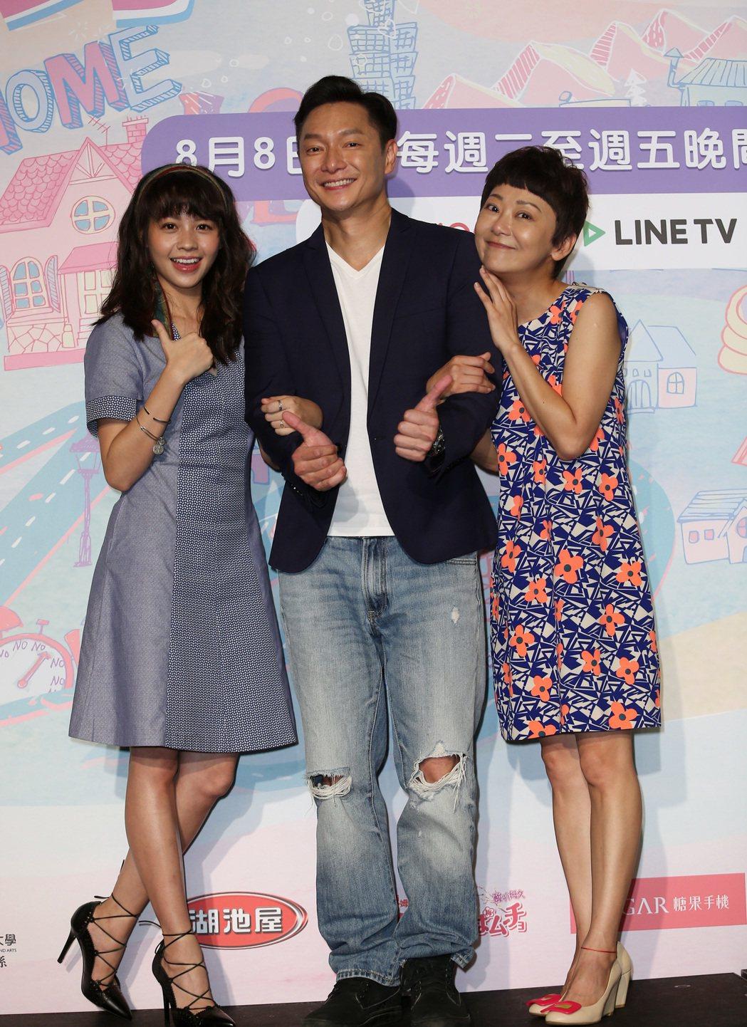 CHOCO TV自製劇《老爸上身》首映記者會,謝祖武(中)、曹蘭(右)、黃姵嘉(...