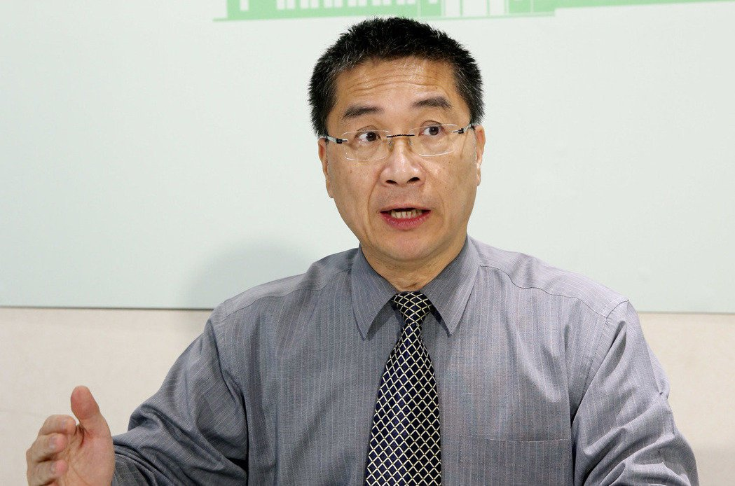行政院發言人徐國勇用「物質不滅定律」來解釋一例一休的影響,引發眾多討論。 圖/...