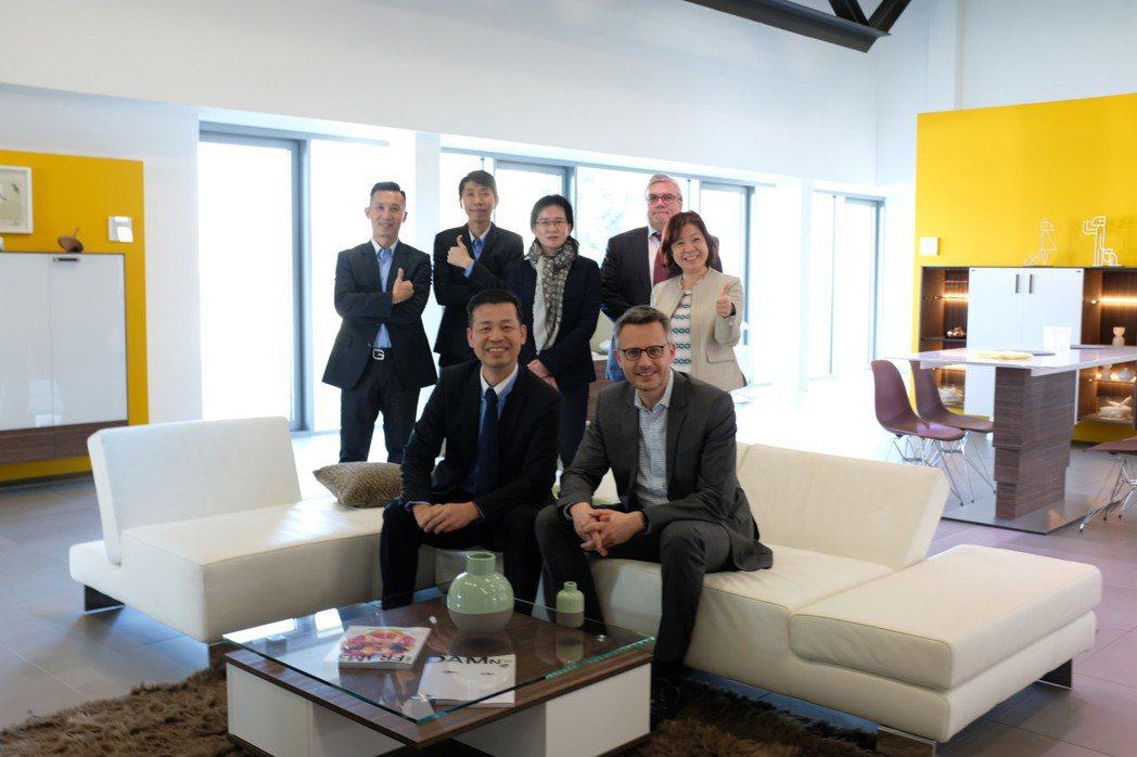 歐德集團董事長陳國都(左一)每年前往德國拜會合作夥伴,師法德國經驗提升本業國際競...
