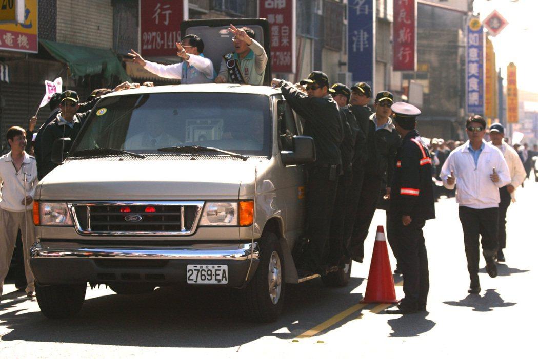 2008年初陳水扁前總統的福特E-350廂式防彈車。 報系資料照