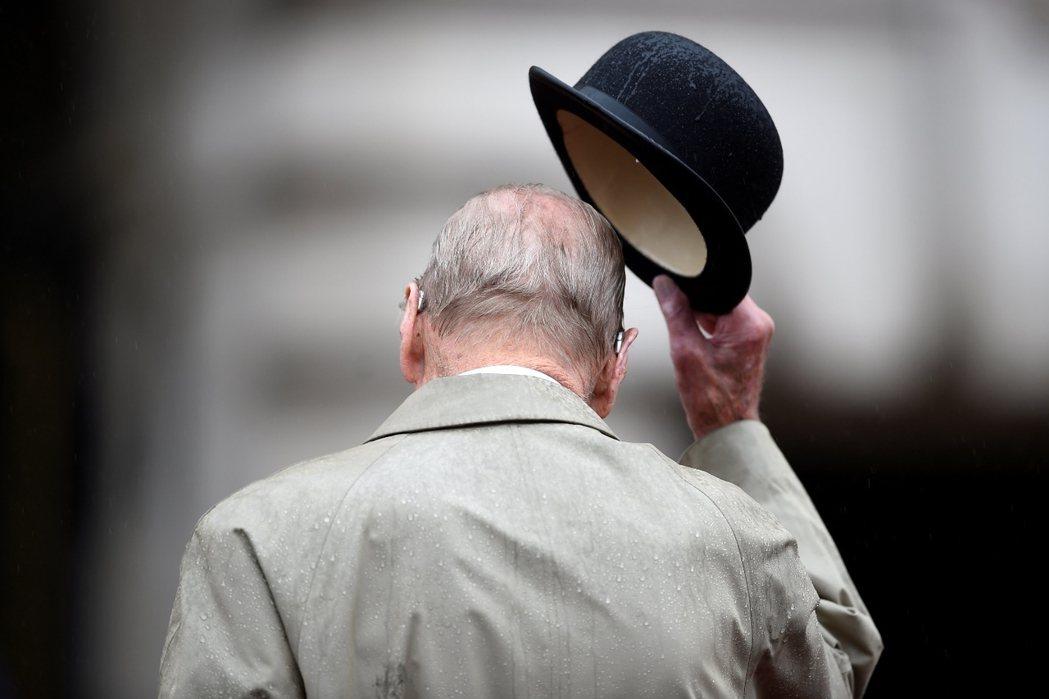 鏡頭背後/96歲的退休式:英國「王夫」菲利浦親王卸下王室公務