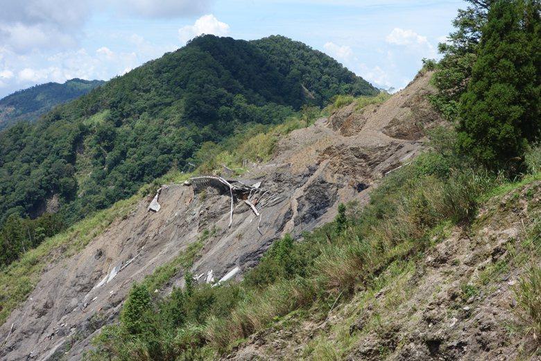 通往藤枝部落的藤枝林道遭大雨沖毀坍塌。 圖/聯合報系資料照