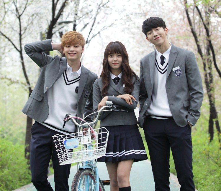 南柱赫(右起)、金所炫、陸星材主演《學校2015》。圖/八大提供