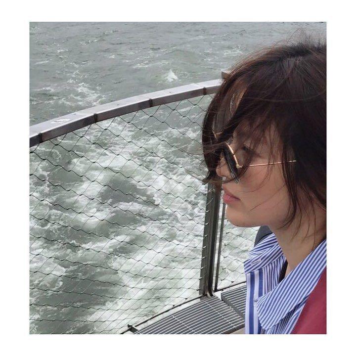 最近宋慧喬在IG上曝光新照,照片中的她披頭散髮毫無偶像包袱(偶包),讓許多網友看...