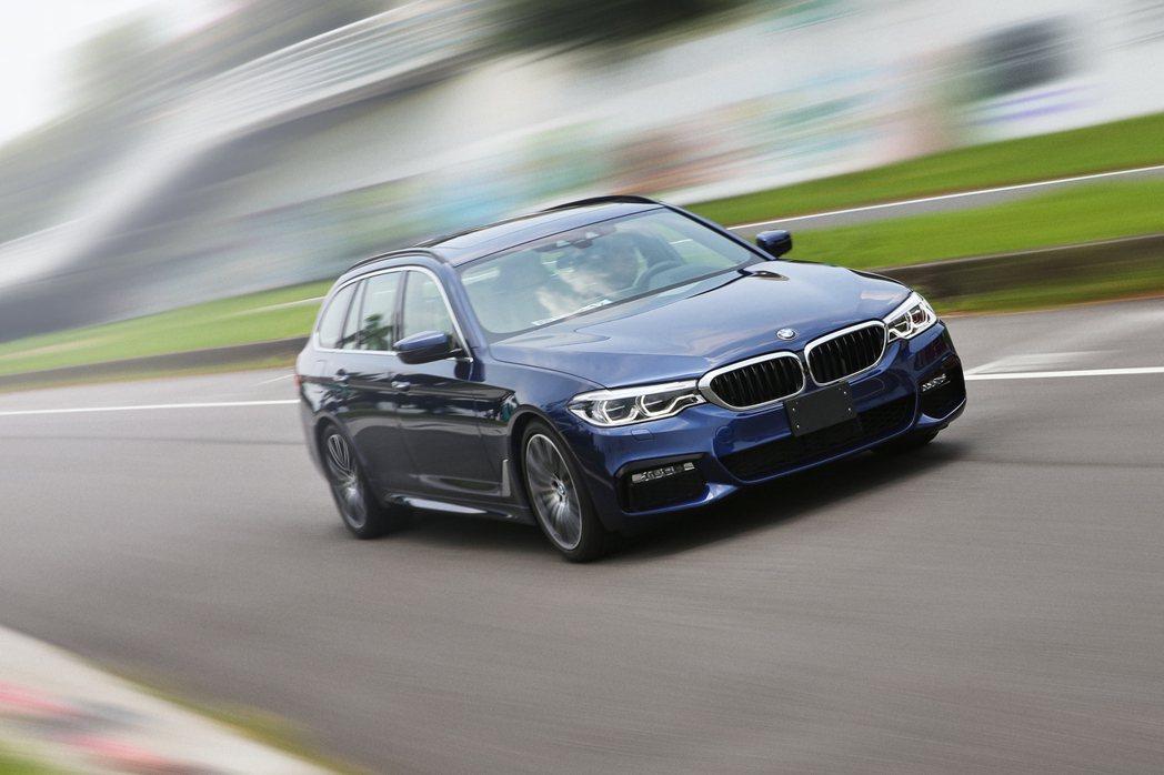 BMW 530i Touring M Sport擁有豐沛的動力,又具備實用的空間,是不安於室的爸爸們最好的選擇。 記者胡經周/攝影