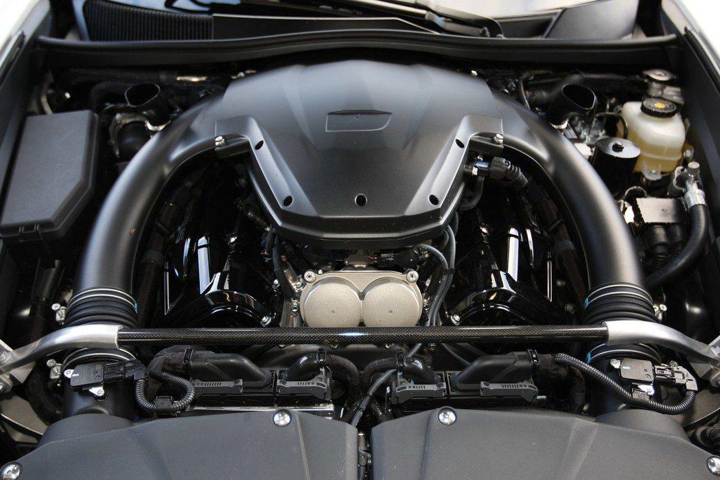 Lexus LFA 採 MR 中置引擎後驅配置,搭載 4.8 公升 1LR-GUE V10 自然進氣引擎,最大馬力為 560 匹/49 公斤米,零百加速僅需 3.7 秒。 摘自 Lexus