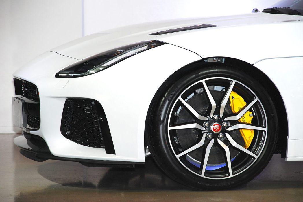 Jaguar F-Type SVR搭載20吋輪圈。記者林昱丞/攝影