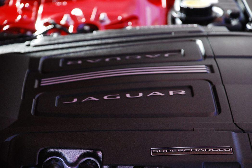 Jaguar F-Type Coupe採用3.0升 V6機械增壓汽油引擎。記者林昱丞/攝影