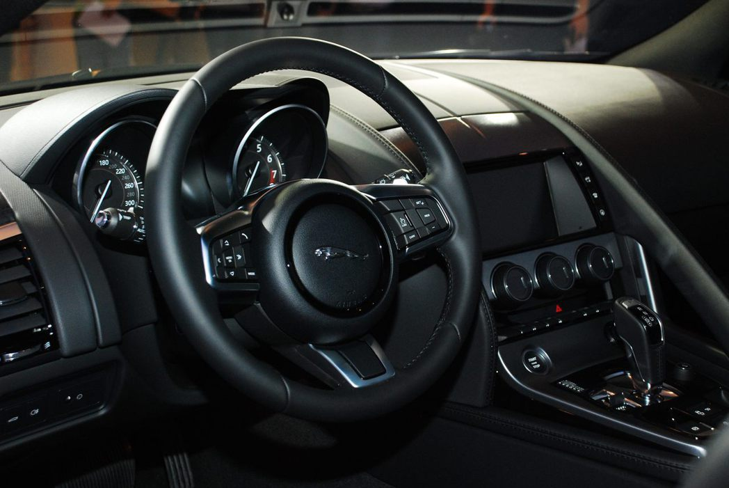 Jaguar F-Type Coupe內裝。記者林昱丞/攝影