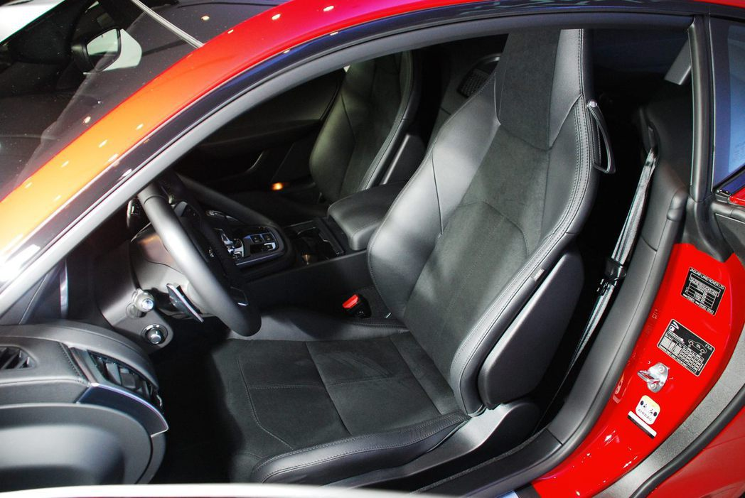 Jaguar F-Type Coupe跑車座椅。記者林昱丞/攝影