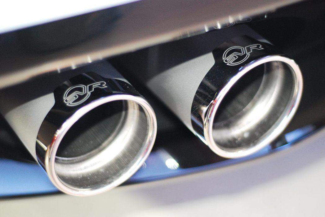 Jaguar F-Type SVR輕量化鈦合金雙側雙出排氣尾管。記者林昱丞/攝影
