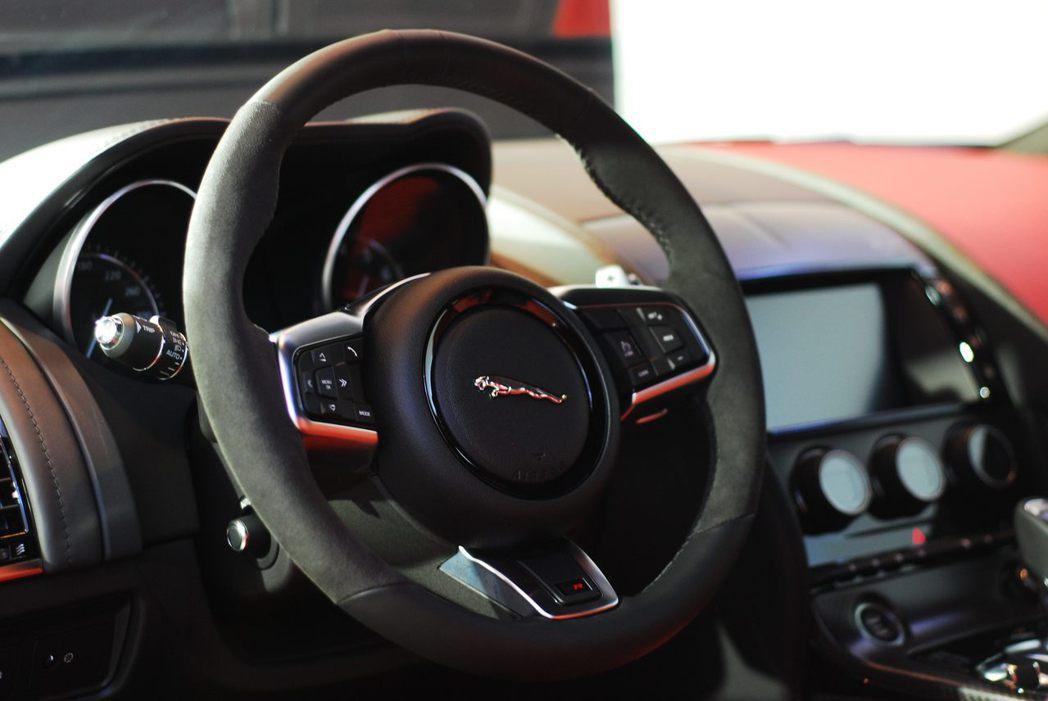 Jaguar F-Type SVR內裝。記者林昱丞/攝影