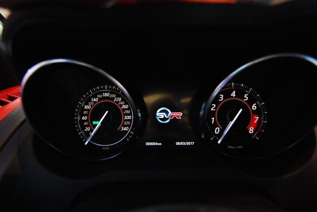 Jaguar F-Type SVR儀表板。記者林昱丞/攝影