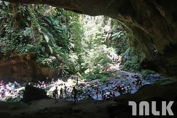 ▲洞穴上方很寬敞涼爽,適合閃躲盛夏艷陽。