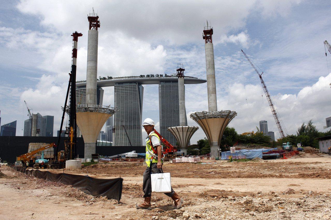 新加坡是世界上填海造陆比例最高的国家之一,多达22%的国土透过填海而成。图为建设...