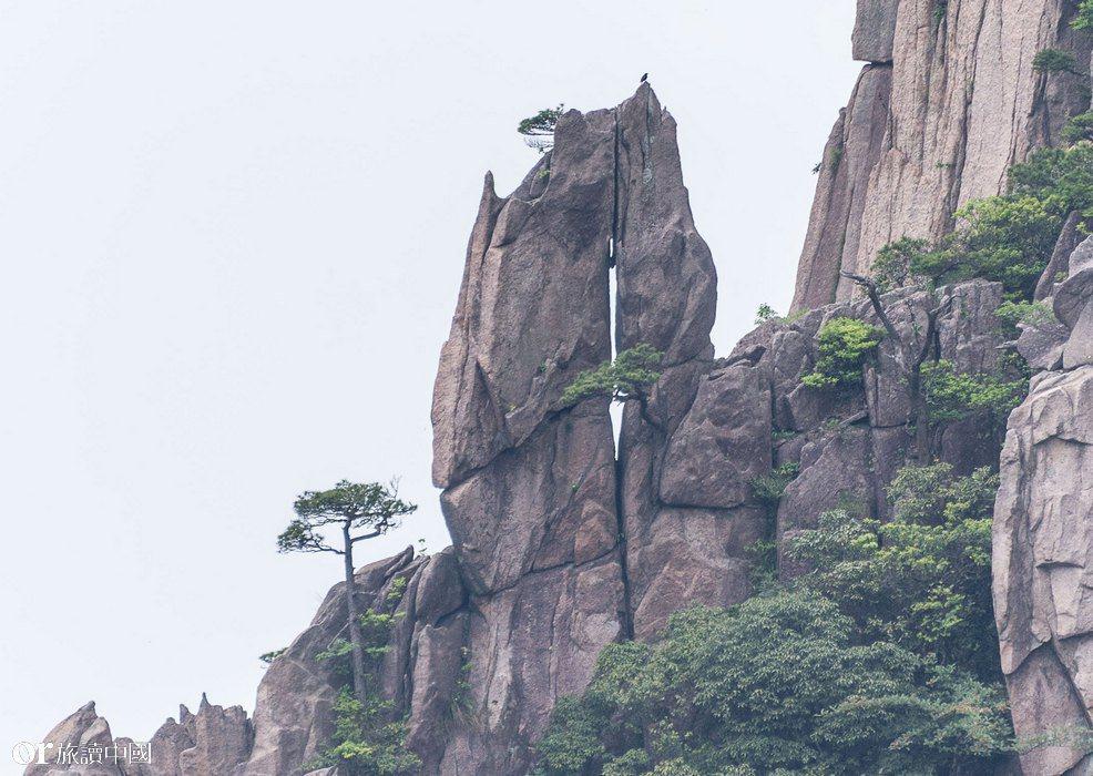 武松打虎:以《水滸傳》中的故事情節為典故,將一大一小相對位的山岩狀擬成老虎和武松...