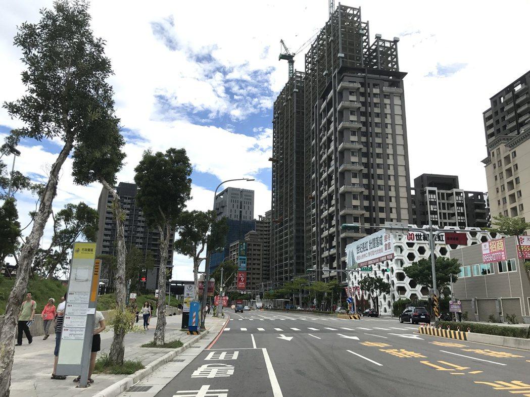 市調指出,北市建案價格變硬,議價空間變少,新北市建案雖讓利,但今年第2季平均議價...