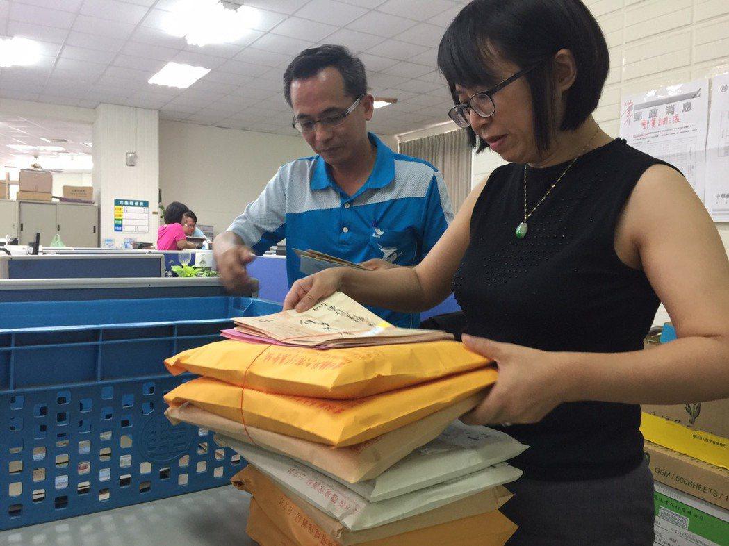 郵局從8月1號開始調漲郵資,不少公家機關哀鴻遍野,雲林縣政府下半年郵資費用預估增...