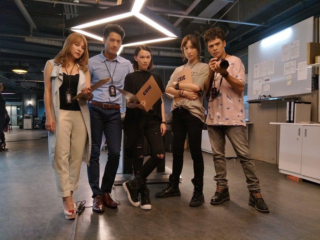 熊熊(左起)周孝安、紀培慧、蔡淑臻、蘇達演出「鑑識英雄II」圖/超人睿奇提供