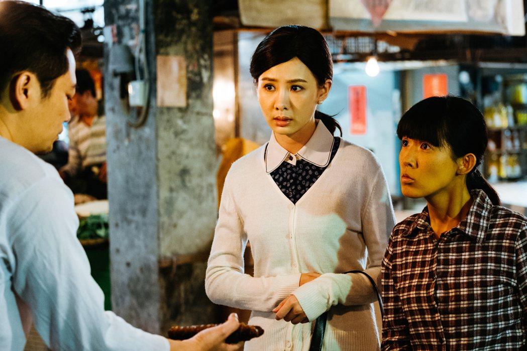 孫可芳(右)劇中陪安心亞上市場買菜。圖/好風光提供