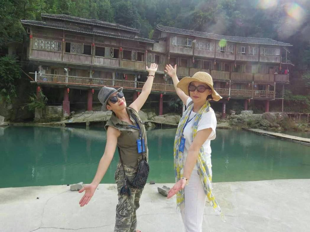 張月麗(右)和李秀媛暢遊廣西。圖/李秀媛提供
