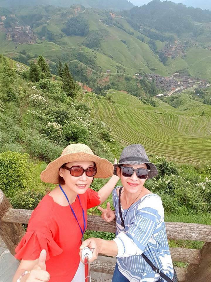 張月麗(左)和李秀媛暢遊廣西。圖/李秀媛提供