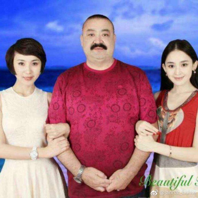 古力娜扎(右)姊姊PO姊妹與父親合照。圖/摘自微博
