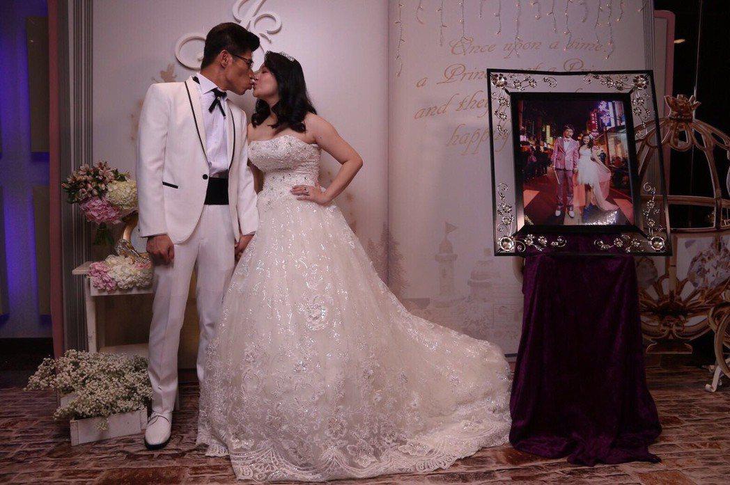 「叫賣哥」大喜,把交往1年多的老婆周惠珊娶回家。圖/純屬娛樂文創工作室