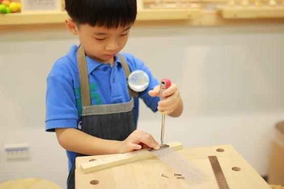 國小學童可以透過暑假參與「Hands on」動手做夏令營增痐更多學習的熱情。圖/...
