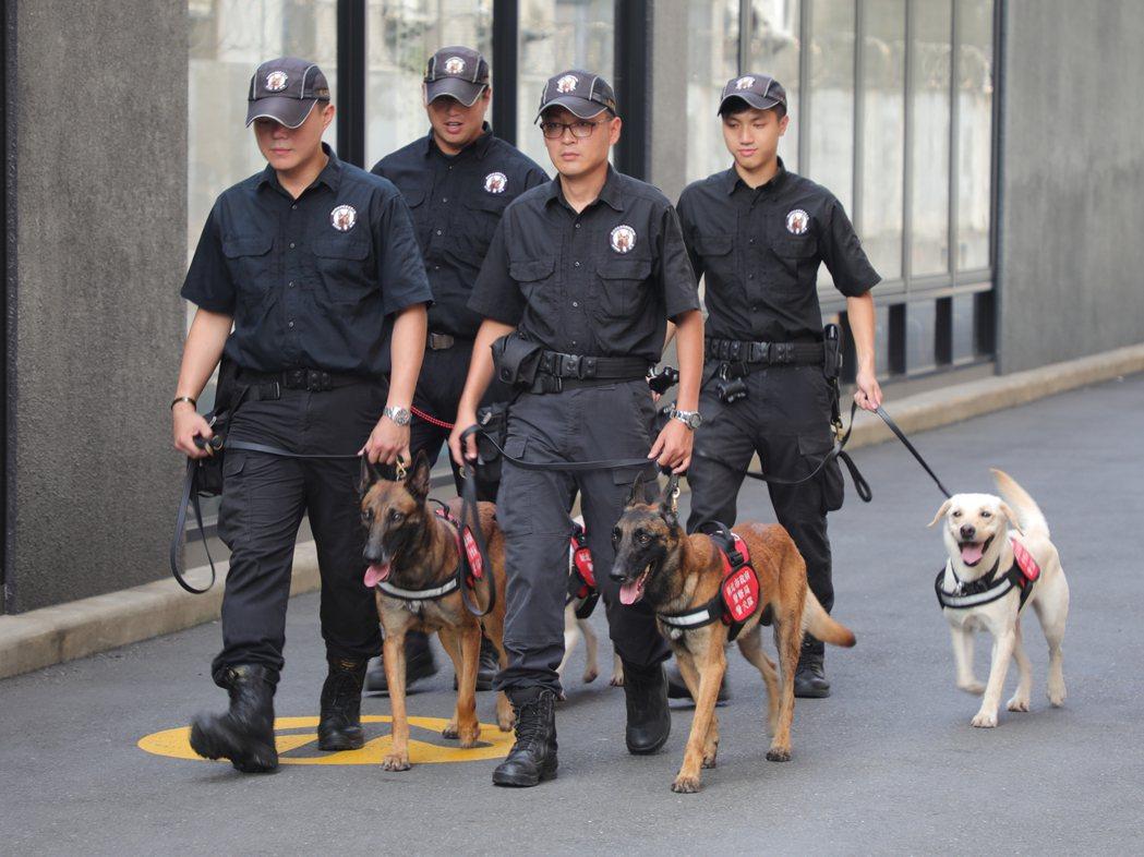 有鑑於世大運是僅次於奧運的國際賽事,新北市政府警察局警犬隊採取高規格反恐安檢方式...