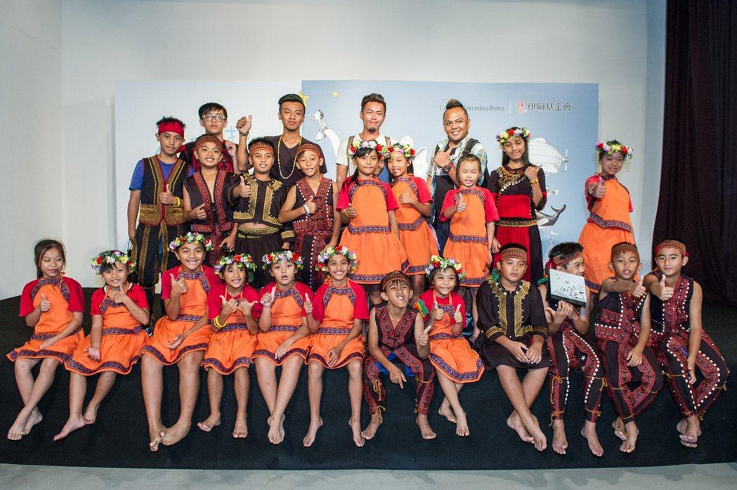 小朋友在【Mercedes-Benz星夢想‧伊甸象圈工程計畫】的幫助下,首次來到台北登台表演,更得到一覽城市多元風情的機會。圖/台灣賓士提供