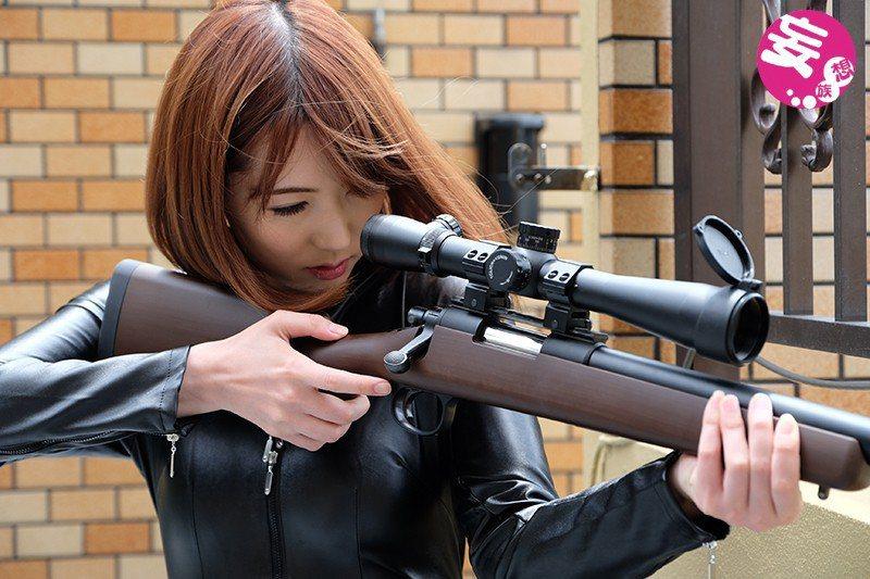 片子她是飾演一位女殺手。 圖片來源/ DMM