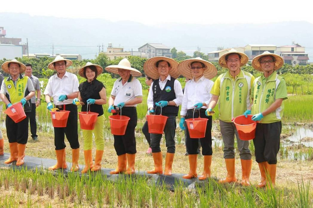 林世賢(右)多年來積極關心環保生態和反空汙。 圖/林世賢提供