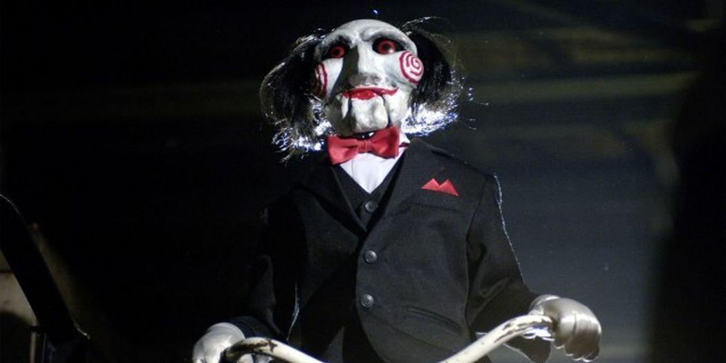 「奪魂鋸」系列中的鬼娃也讓人印象深刻。圖/翻攝自Youtube