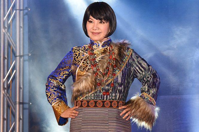 資深歌仔戲藝人唐美雲親自上陣,展演頂級珊瑚天珠,氣勢不凡。
