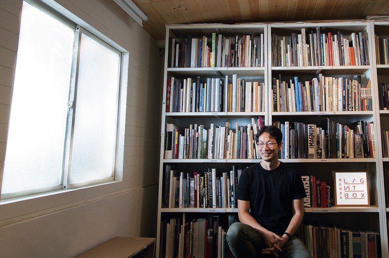 「Lightbox攝影圖書室」創辦人曹良賓。