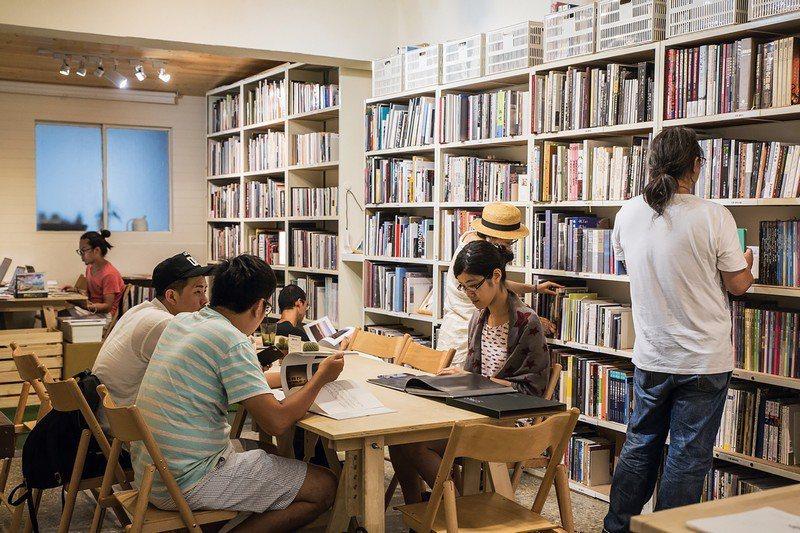 「Lightbox攝影圖書室」提供知識共享、開放共用的空間。
