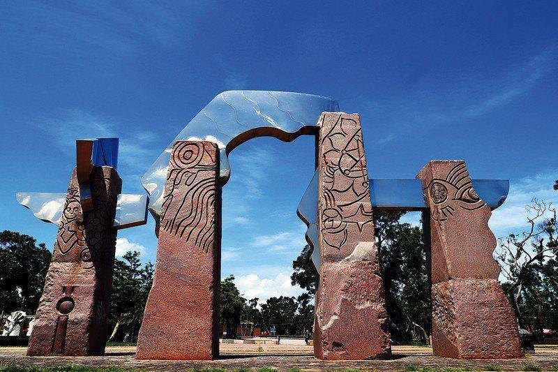 被收錄在1999 Forjar El Espacio 世界鐵雕回顧文獻的作品《太...