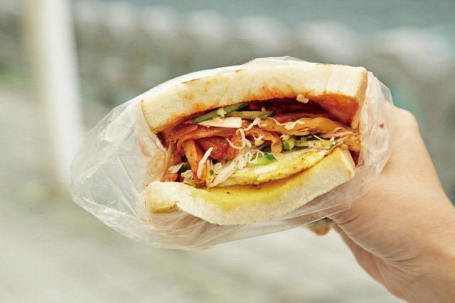 泡菜牛肉土司55元/店家用料超級實在,一點也不空虛。
