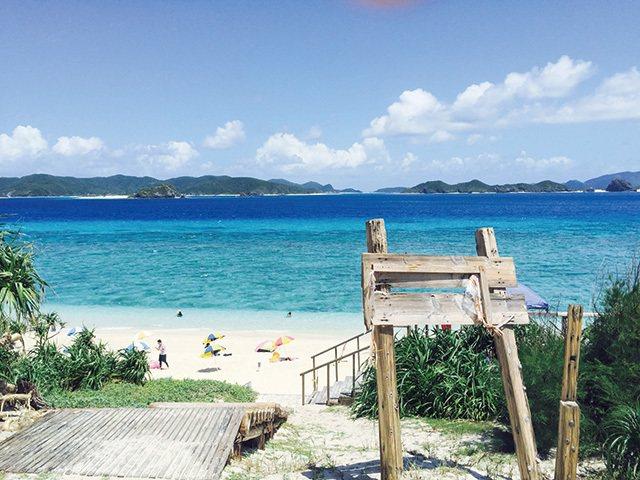 阿嘉島北浜ビーチ/北濱海灘是阿嘉島上最大的自然海灘,號稱慶良間群島中海水透明度最...