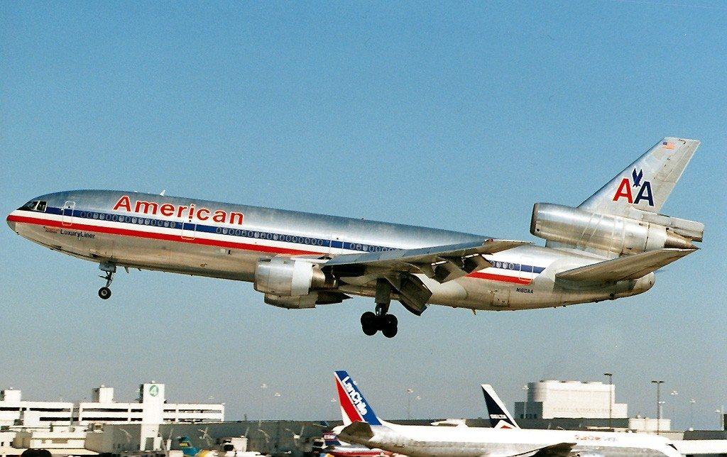 圖為美國航空DC-10客機,與AA191空難失事飛機同款。 圖/取自維基