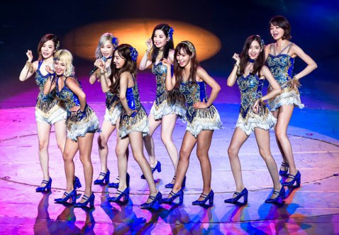 在國際舞台上可說是南韓頭號代表的女團少女時代,今天是出道10週年的大日子,她們從青澀高中生蛻變為新生代偶像的典範,10年間始終屹立不搖的祕訣,靠的是彼此溝通與支持。在2015年推出第5張正規專輯「L...