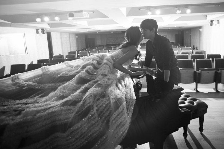 賴琳恩、陳乃榮拍婚紗照。圖/伊林提供