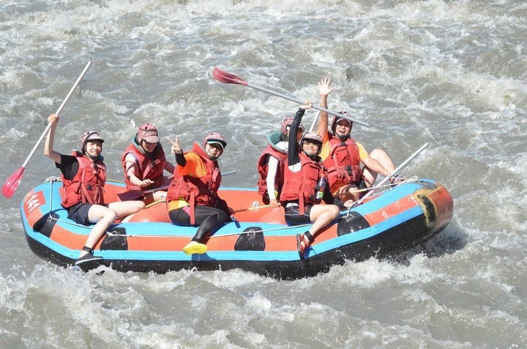 秀姑巒溪的泛舟活動,很受年輕族群歡迎。圖/東管處提供