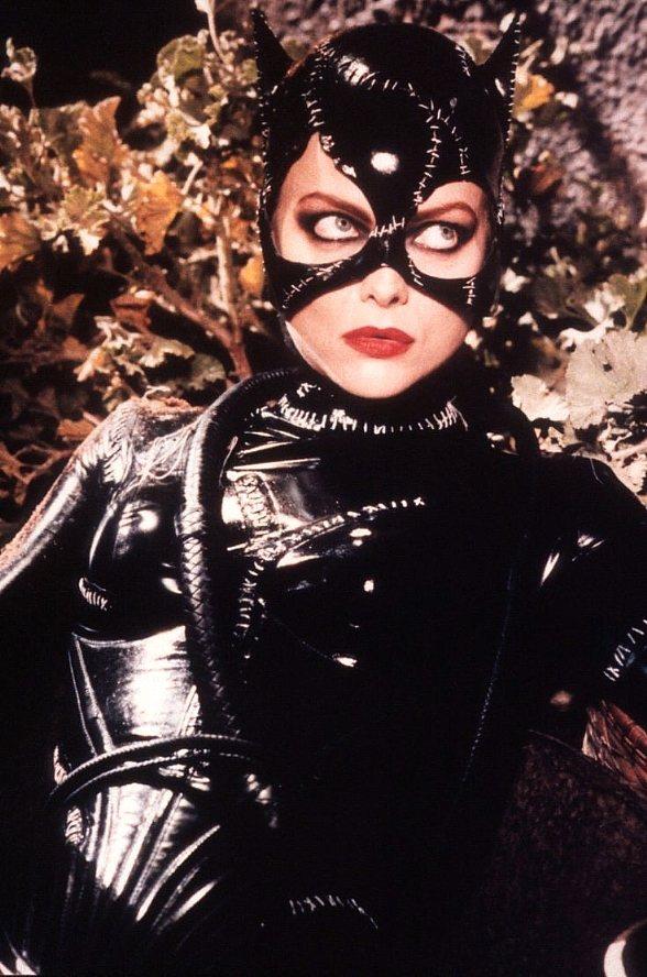 蜜雪兒菲佛至今仍是不少觀眾心目中的最經典「貓女」。圖/摘自imdb