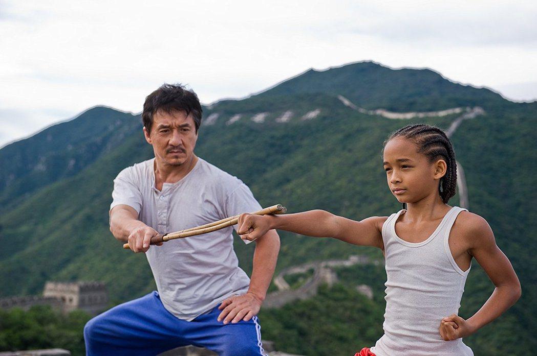 成龍與傑登史密斯曾合演重拍自「小子難纏」的「功夫夢」。圖/摘自imdb